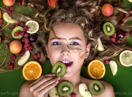 I 10 alimenti anti-invecchiamento per nutrire la pelle dall'interno